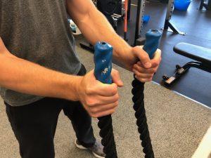 Overhand grip battling ropes